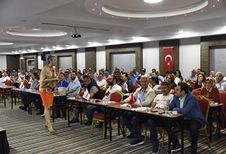 Seminarschulung der Yorglass an seine Businesspartner. Die 5 Yorglass Akademi-Schulungsveranstaltung fand statt.